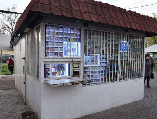 У Луцьку викрили кіоск, де продають сурогат. ФОТО
