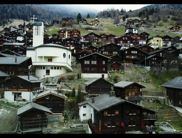 Як живуть у селі Швейцарії, за переїзд куди хочуть платити €60 тисяч. ВІДЕО