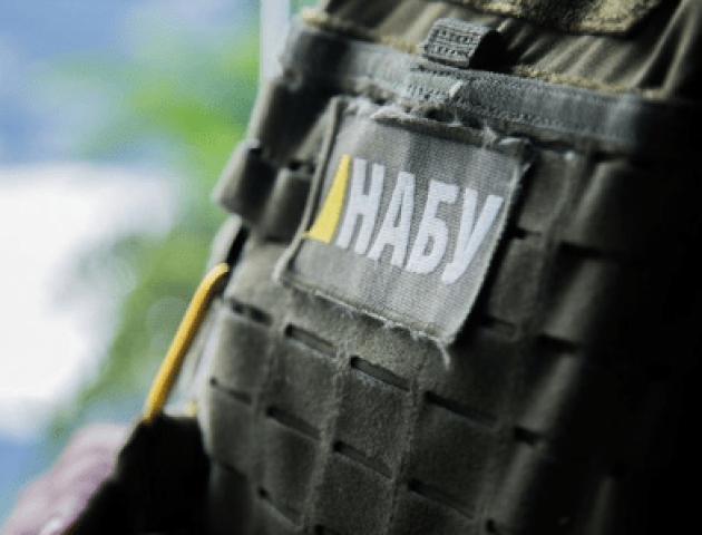 Детективам НАБУ запропонували хабар у 800 тисяч доларів