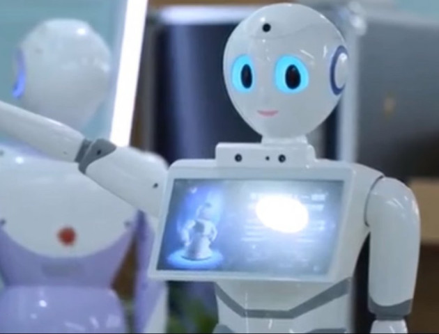 Робот зі штучним інтелектом склав іспит на ліцензію лікаря. Відео