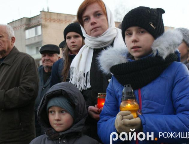 Свіча пам'яті: як у Рожищі вшановували жертв Голодоморів