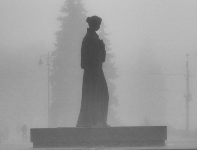 Любителям чорно-білого: неймовірний Луцьк у тумані