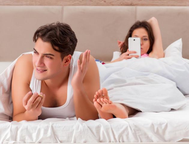 7% людей лізуть у смартфон під час сексу – вчені про посилення залежності від гаджетів