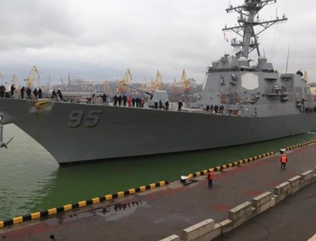 У порт Одеси з затримкою зайшов есмінець США