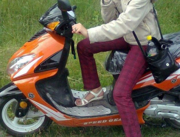 Волинян просять допомогти відшукати вкрадений скутер