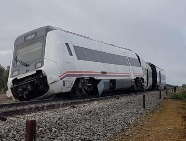 Потяг зійшов з рейок в Іспанії: 21 особа постраждала