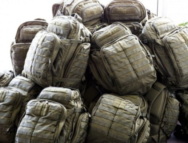 Військові показали «якість» рюкзаків сина Авакова: відео 18+