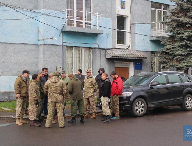 На Волині активісти під відділом поліції вимагали повернути «конфісковане» авто
