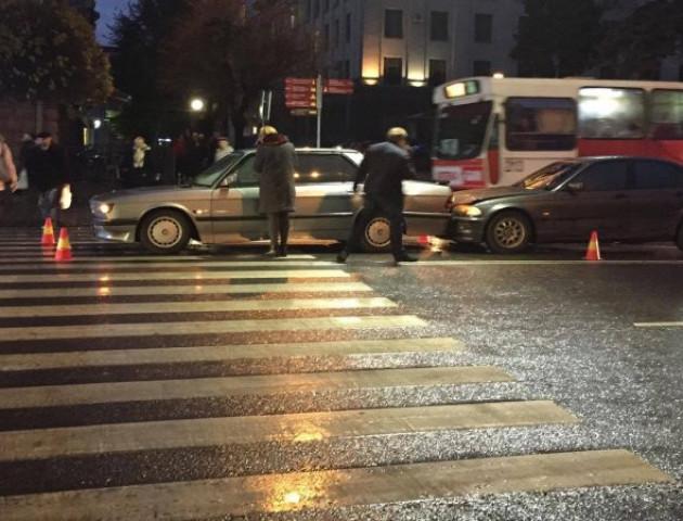 У Луцьку «поцілувалися» дві автівки