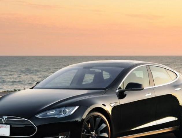 Автомобіль Tesla пристосували для майнінгу криптовалюти