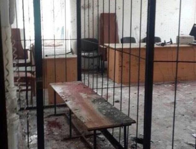 Ексклюзивні фото з місця вибуху у залі суду в Нікополі. ФОТО 18+