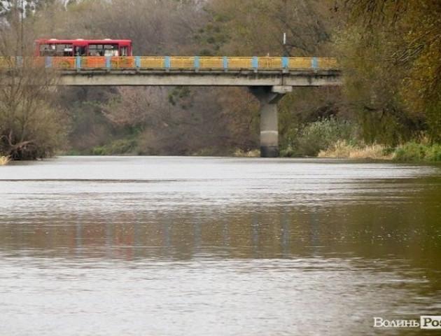 У Луцьку перекрили рух мостом на Шевченка