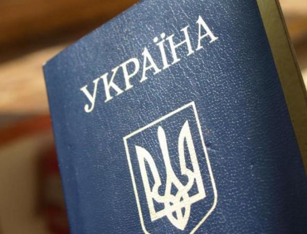 Поліція повернула лучанці загублений паспорт