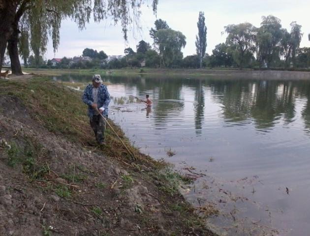 Лучани скаржаться на погані спуски до ставків