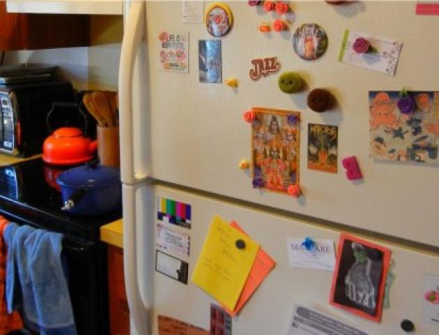Хто б міг подумати: чому не можна вішати магніти на холодильник