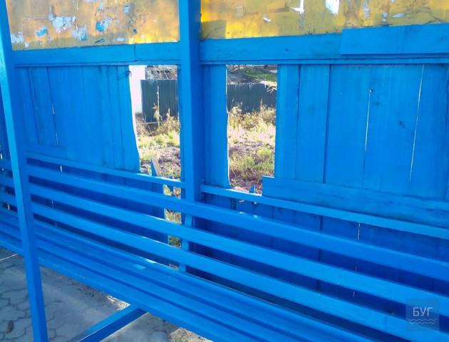 У Володимирі вандали понищили зупинку