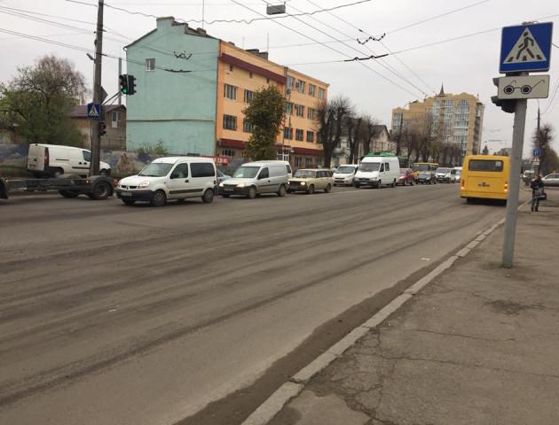 Затор на Ковельській у Луцьку через ремонт дороги. ФОТО
