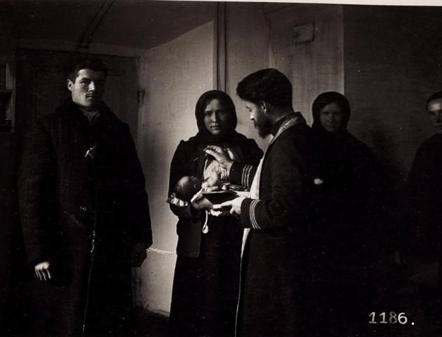 Як виглядало Таїнство хрещення на Волині 100 років тому. ФОТО