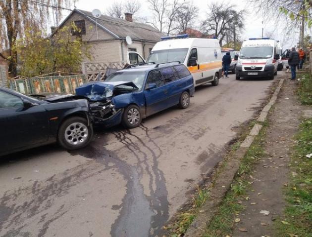 ДТП у Луцьку: зіткнулися два легковики, є потерпілі. ФОТО