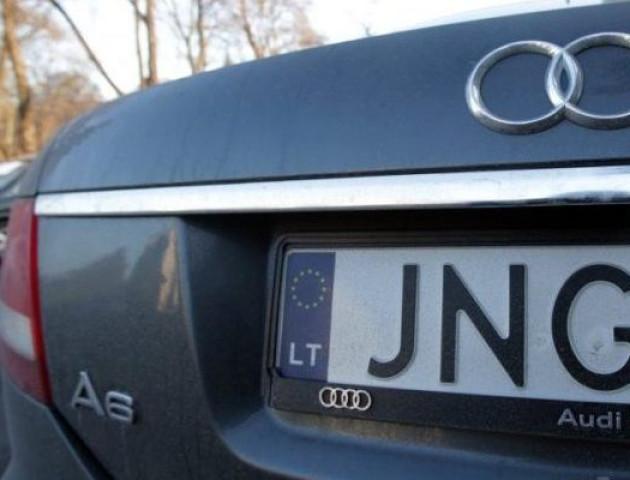 Литва перевірятиме авто на «євробляхах», які везуть в Україну