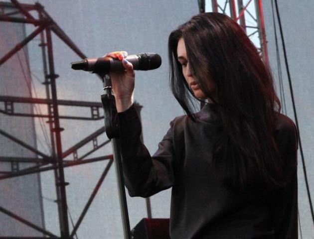 Колишня лучанка Тетяна Власова презентувала нову пісню «Дощем»