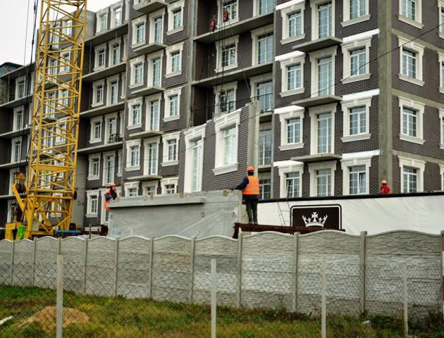 Хід будівництва у ЖБК «Британія Hall»: фасадні роботи, стінові модулі та газифікація. ФОТО