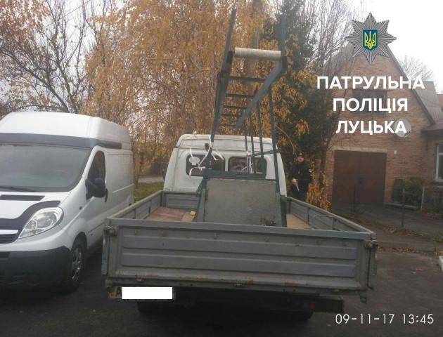 У Луцьку розшукали водія, який вдарив іншу автівку