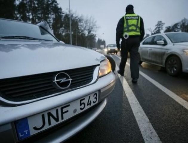 Авто на єврономерах в Україні: дві версії, кому та чому це вигідно