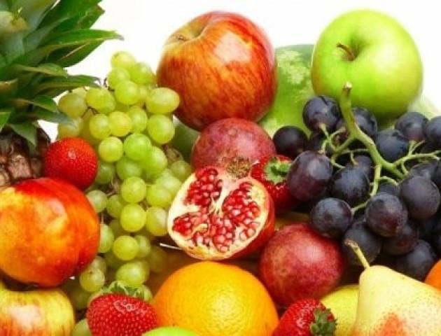 Дієтолог розповіла, чому небезпечно налягати на фрукти