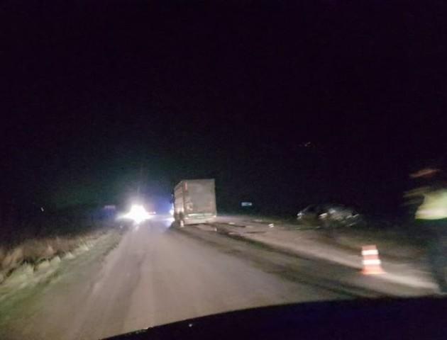 Моторошна ДТП у селі під Луцьком: Lanos лоб в лоб зіткнувся з вантажівкою. ФОТО