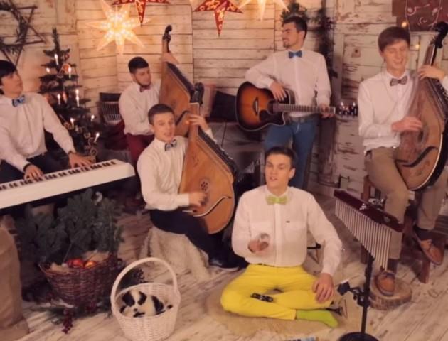 Пісня Jingle Bells українською набрала мільйон переглядів на YouTube