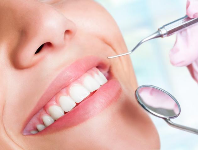 """Пломби в минулому. Вчені винайшли препарат, який природно ремонтує """"дірки"""" в зубах"""