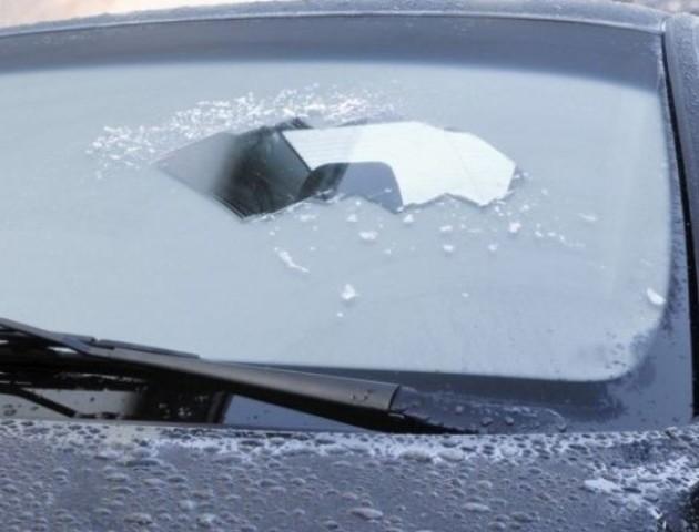Як швидко розморозити скло автомобіля