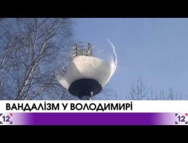 Вандалізм на День Миколая у Володимирі. ВІДЕО