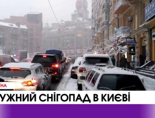 Потужний снігопад в Києві. ВІДЕО