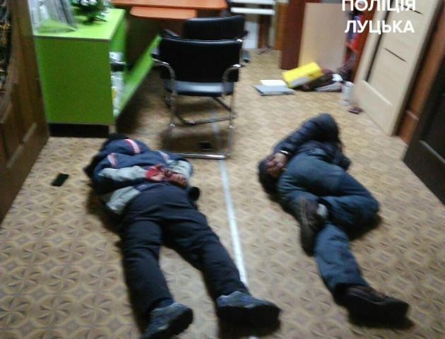У луцьку спіймали крадіїв, які з ножем вдерлись у магазин
