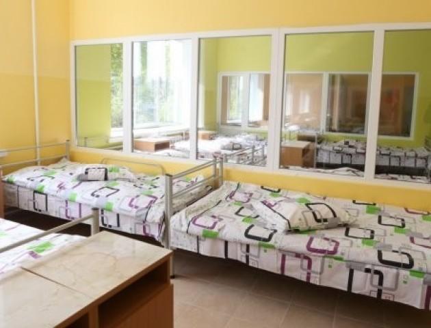 Подружжя власників готелю з Німеччини подарувало меблі українським лікарням