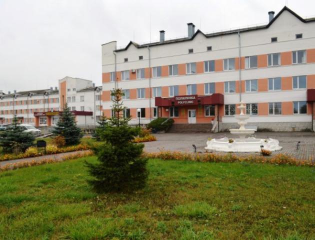 Спільними зусиллями оновили дах любомльської лікарні