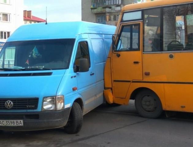 ДТП у Луцьку:  маршрутка в'їхала у мікроавтобус. ФОТО