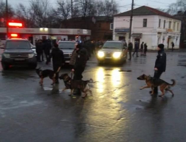 Невідомий з вибухівкою захопив відділення «Укрпошти» у Харкові. Всередині - люди