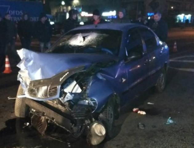 Нічна ДТП у Луцьку: машина врізалася в таксі. ФОТО