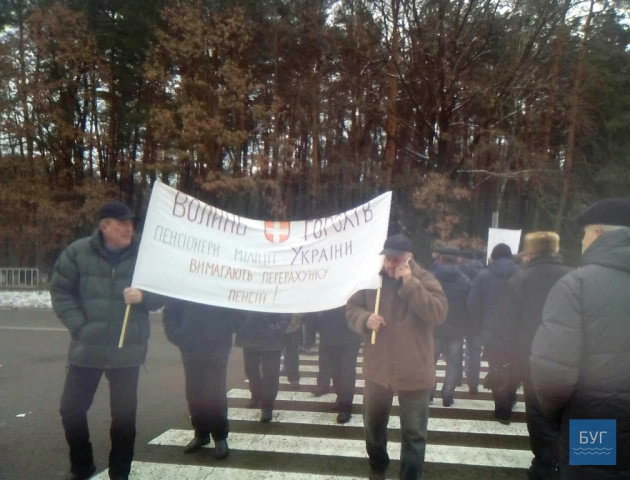 На Ковельщині екс-міліціонери перекрили рух транспорту