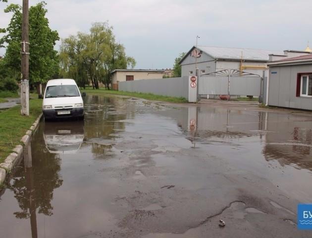"""""""Венеція"""" по-нововолинськи: злива перетворила вулицю міста на суцільні потоки води"""
