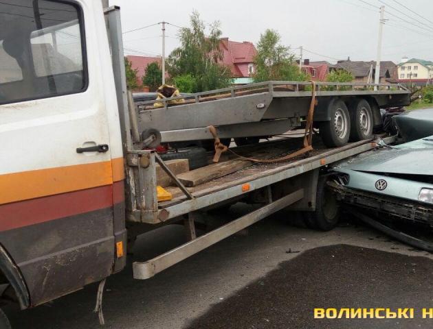 Під Луцьком легковик врізався у вантажівку