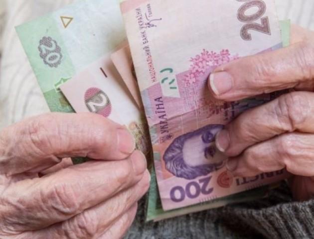 Волиняни отримують мало не найменші пенсії в Україні