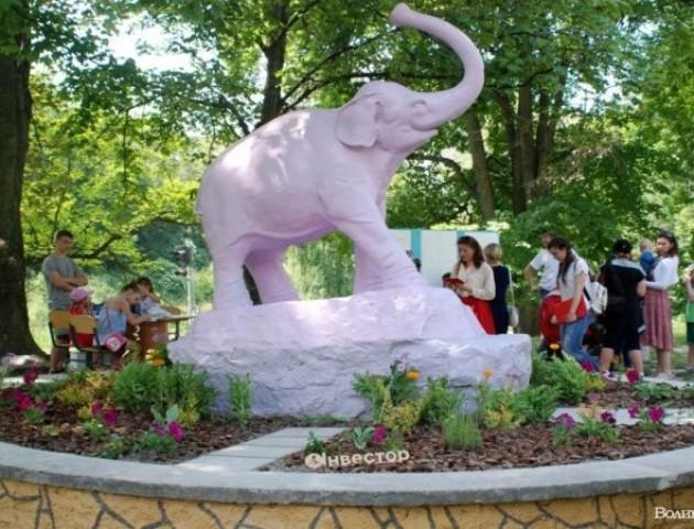 У Луцьку відкрили оновленого знаменитого «слоника»