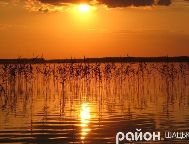 Показали вражаючий захід сонця на Світязі