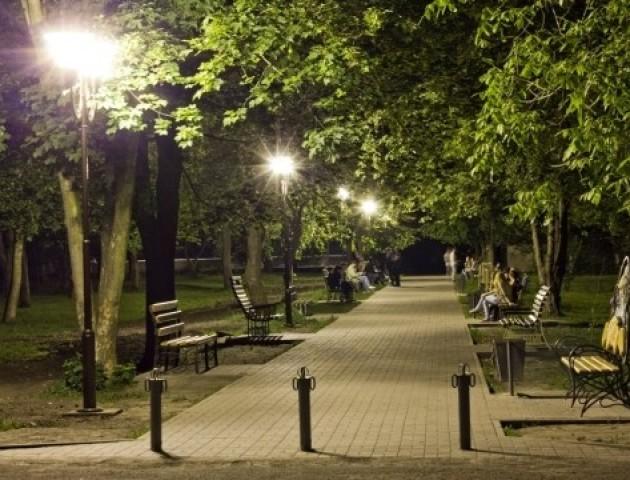 У луцькому парку облаштують алею ліхтарів