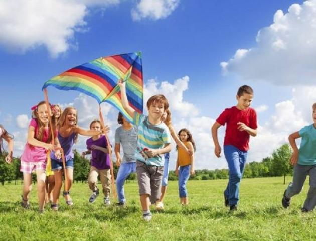Півтори сотні дітей, які живуть біля скандального ветсанзаводу, цього літа безкоштовно оздоровлять