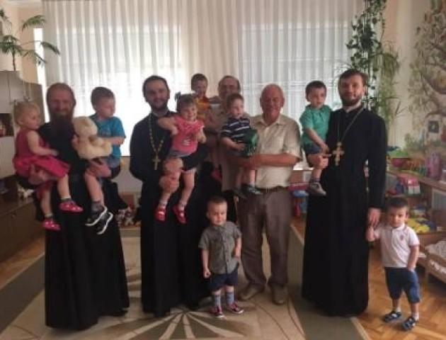 Переможець «Голосу країни 7» відвідав будинок дитини у Луцьку